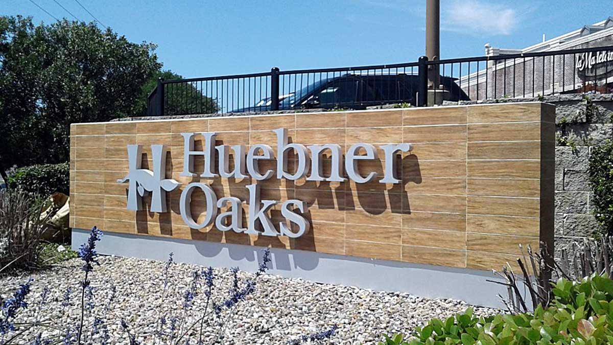 Huebner Oaks Apartment Sign