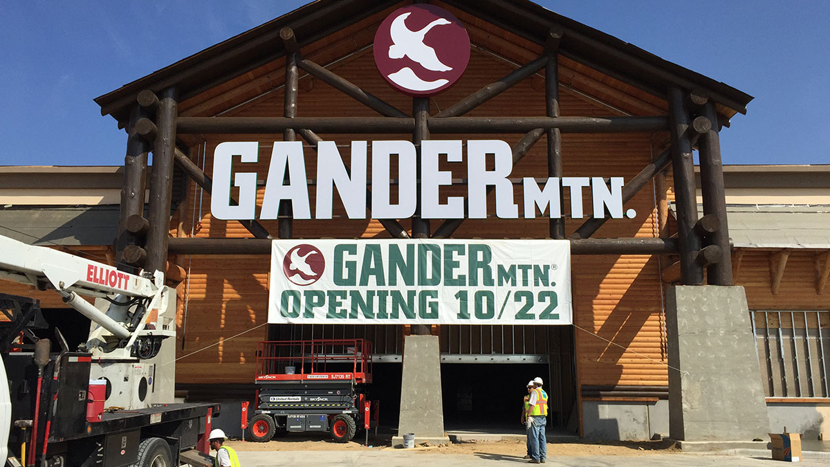 Gander Mountain sign installation by Texas Custom Signs