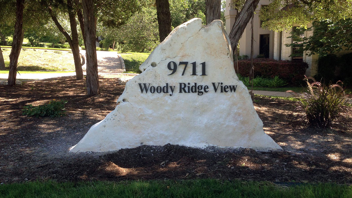 Woody Ridge View sign built and installed by Texas Custom Signs