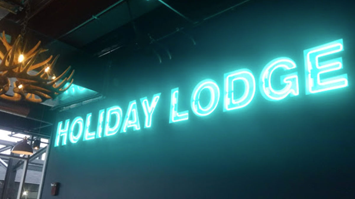 Holiday Lodge Sign