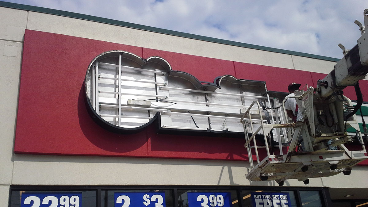 O'Reilly's Auto Parts sign repaired by Texas Custom Signs